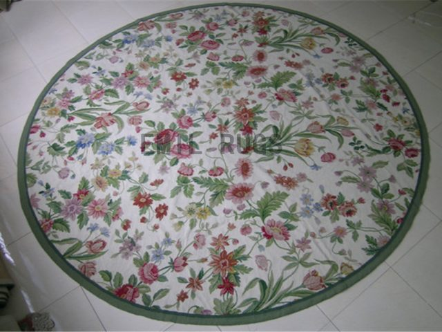 needlepoint rug Round 6' X 6' Ivory Field Green Border authentic